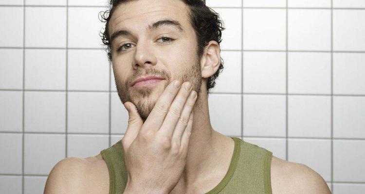 Mantén la barba que está creciendo al recortarla.