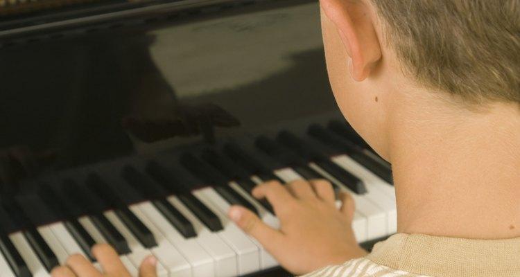 Los niños con Asperger que muestran un talento natural para la música deben practicar su instrumento con regularidad y tomar cursos de teoría de la música.