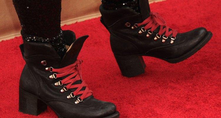 Las botas de combate se usan con cordones de diferentes colores de acuerdo a su postura política.