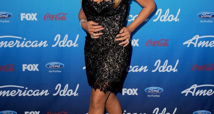 El vestidito negro con encaje de Mariah Carey es sensual y sofisticado.