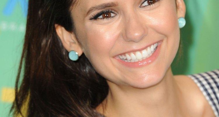 """Nina Dobrev interpreta a Elena y a Katherine en """"Vampire Dairies""""."""