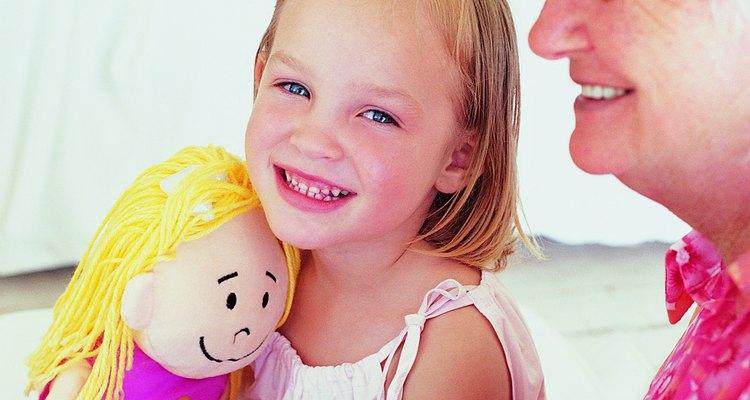 Meninas de oito anos costumam ganhar bonecas de presente, mas elas também curtem outros brinquedos