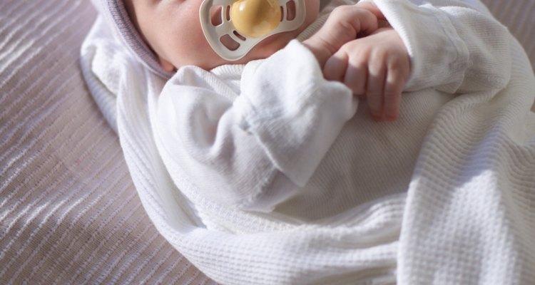 Una manta de recepción puede ayudar a mantener a tu bebé caliente mientras está en el hospital.