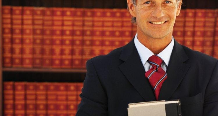 Aprende cuánto puede llegar a ganar un abogado de inmigración.