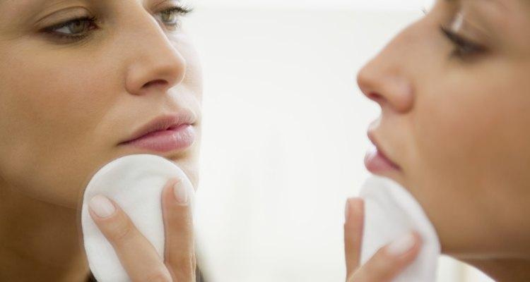 Aplique toner imediatamente após depilar a região do lábio