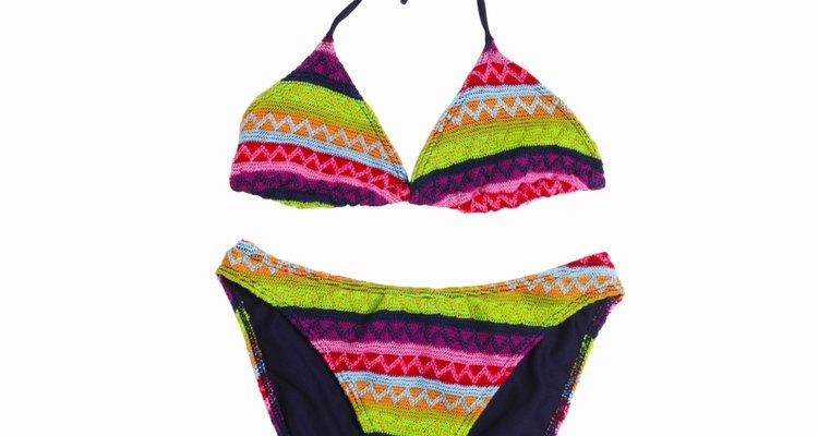 Haz la parte inferior de la bikini.