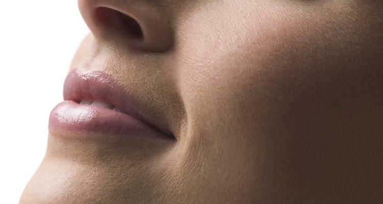 Existem alguns remédios caseiros que  podem ajudar a aliviar a secura e dor causada pela irritação