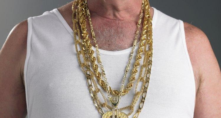 A correntes de ouro verdadeiras são mais pesadas do que as versões banhadas