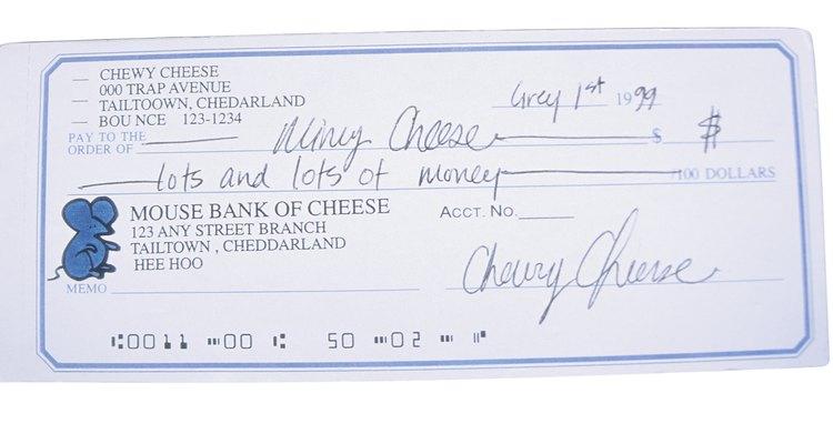 Você certamente não precisa preencher à mão seus cheques da folha de pagamento. Ao invés disso, imprima-os através do Excel