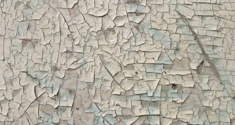 La pintura descascarada se debe preparar antes de repintar.