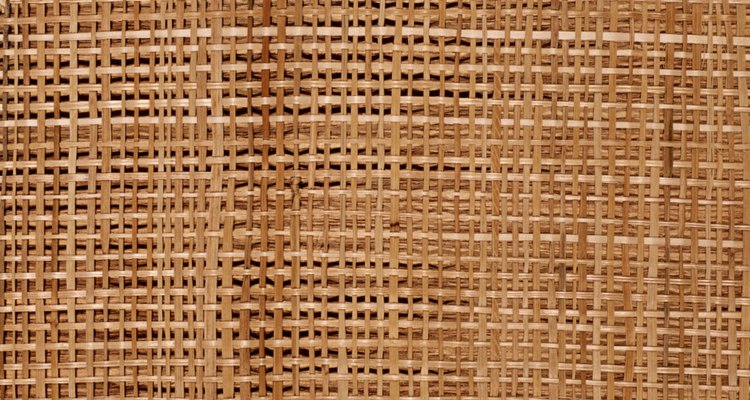 Las telas tejidas neutrales le dan un elemento natural a cualquier habitación.