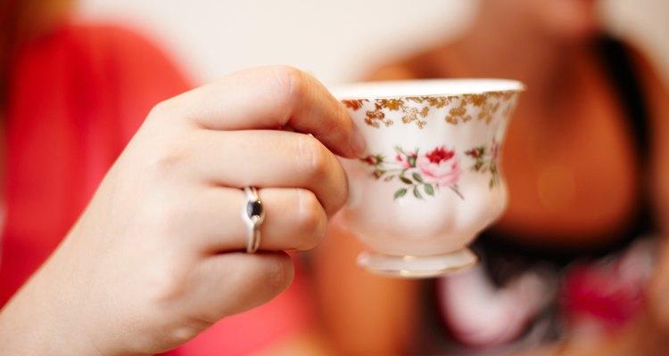 Xícaras são tipicamente feitas de porcelana