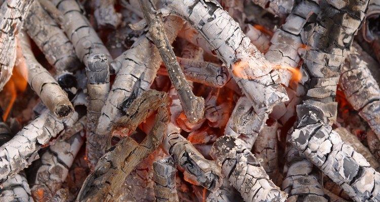 O carvão é usado para aquecer casas durante o inverno