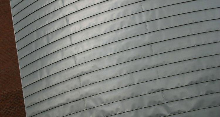Láminas colgantes de aluminio.