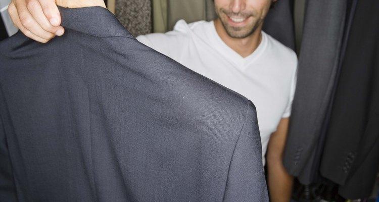 Se você quiser dar ao seu marido um presente moderno, surpreenda-o com um novo terno