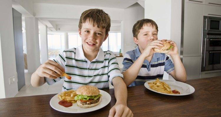 Converse sobre boas maneiras à mesa quando você e as crianças não estiverem nela