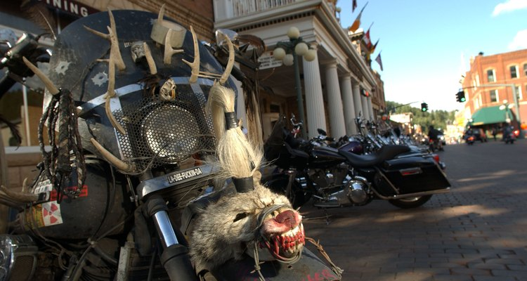 Deadwood es frecuentemente visitado por los asistentes a la reunión anual de la motocicleta de Sturgis.