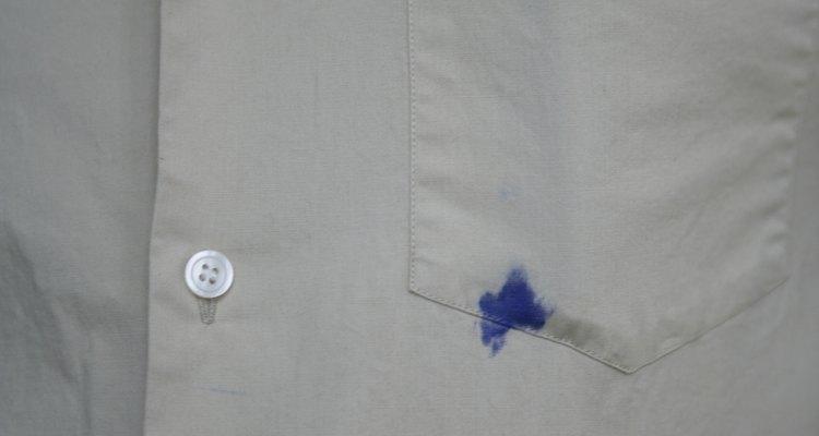 Una mancha de tinta de una camisa no es necesariamente permanente.