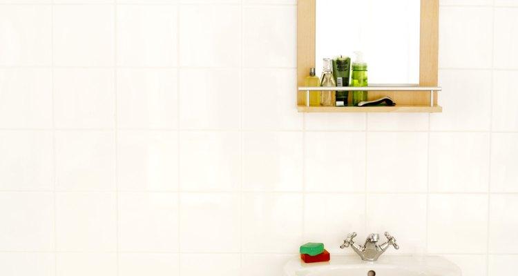 Evita el drenaje de pelo, artículos de comida o grasa en tu lavabo.