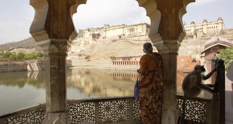 Vista ao fundo do Forte Amber no Rajastão, Índia