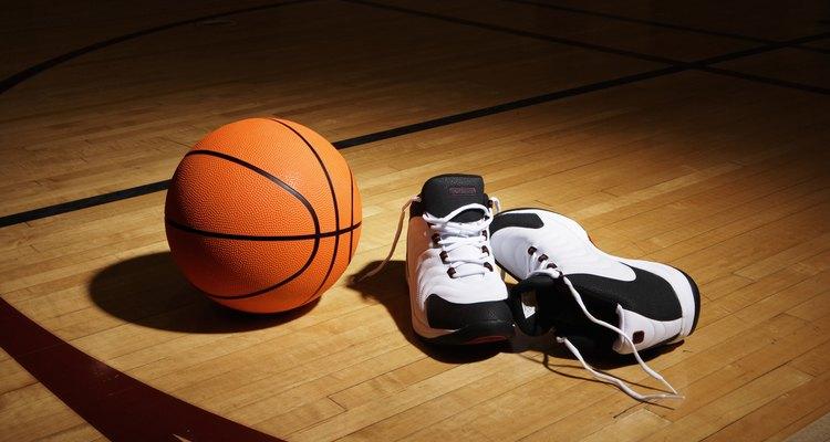 Métodos simples podem reduzir o risco de escorregar na quadra de basquete