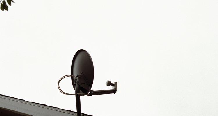 A antena parabólica é o equipamento utilizado para conexão via satélite