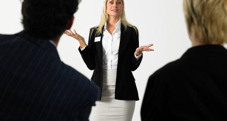 Un gerente de línea supervisa las actividades que están directamente relacionadas con los productos y servicios.