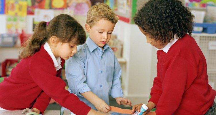 O objetivo é ensinar as crianças a trabalharem em equipe e resolverem problemas