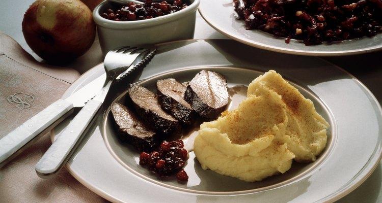 Prepare uma variedade de pratos para acompanhar a carne de veado