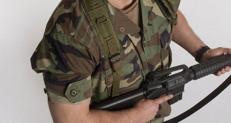 Si el cabello es muy grueso o largo, podría interferir con la seguridad y el desempeño de los miembros del servicio.