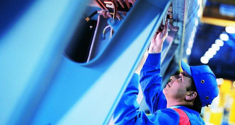 La depreciación de las maquinarias de producción es considerado como gasto de fabricación.