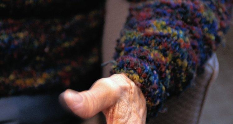Cuide das blusas de lã dobrando-as com cuidado antes de guardá-las