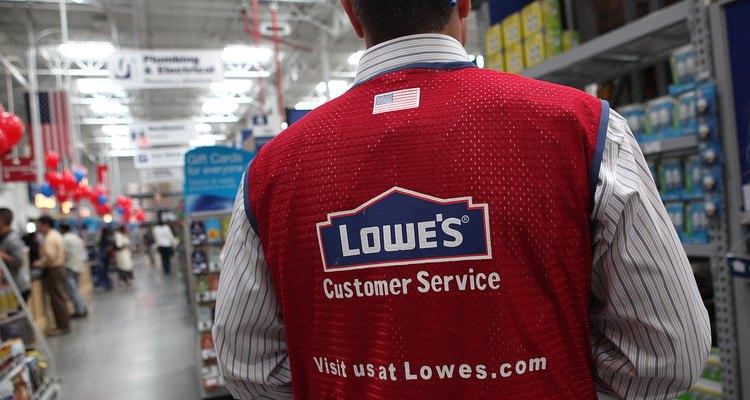 Lowe (lowes.com) es una de las varias ferreterías donde puedes encontrar un ventilador de caja a bajo costo.