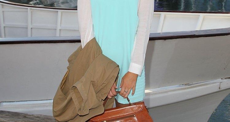 La editora de moda Grace Cobb añade un bolso vintage a un atuendo moderno en el L'Oreal Melbourne Fashion Festival en Australia, en marzo de 2013.