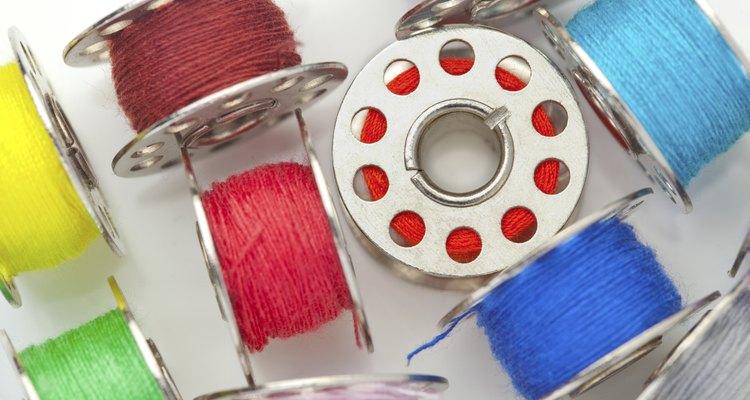 Use fio de nylon colorido para fazer joias