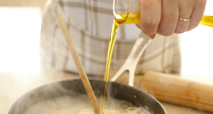 Las salpicaduras de aceite pueden causar manchas de grasa.