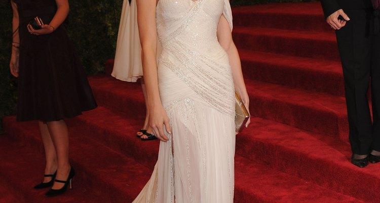 Si queires vestirte para flotar con el viento con un andar glamoroso, entonces el estilo de Ashley Greene es para ti.