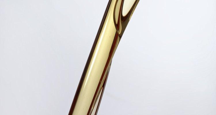 El aceite rico en nutrientes ayudará a acondicionar y nutrir el cuero cabelludo.