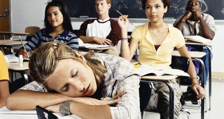 Si tu adolescente está teniendo dificultades para tener éxito en la escuela, un programa de campamento puede ayudarle a superar los retos académicos.