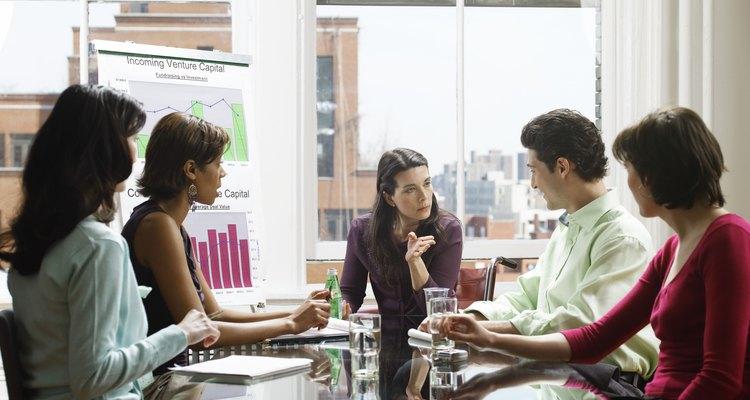 Entre otras de las muchas habilidades que debe tener un administrador, se destacan las de comunicación y organización.