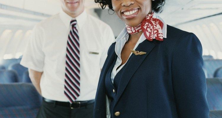 Las azafatas tienen una actitud profesional con conocimientos de servicio al cliente.
