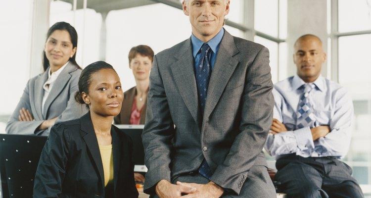 Los coordinadores de servicio al cliente trabajan para tiendas de ropa, agencias de telemarketing, fabricantes de computadoras y bancos públicos.