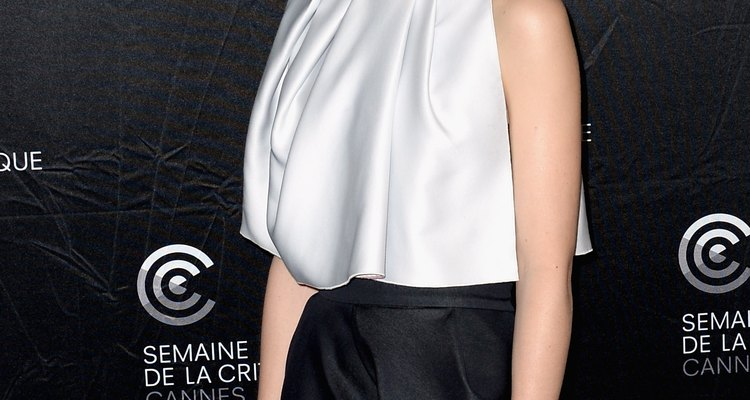 Rooney Mara usa una falda azul marina a la sesión de fotos de