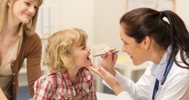 Los genetistas pediátricos tienen capacitación especializada en pediatría y genética.
