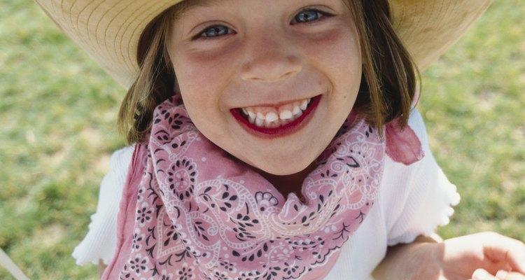 Tanto niñitas como mujeres crecidas pueden disfrazarse fácilmente de vaqueras.