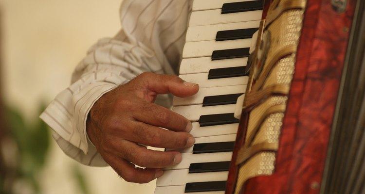 Os acordeões são muito usados na música basca