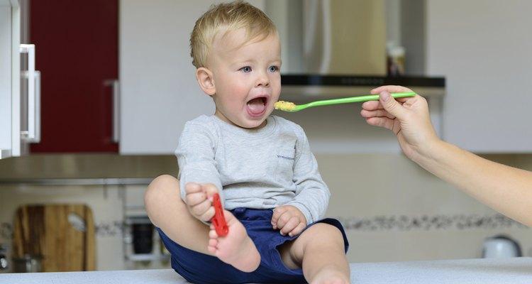 La carne tiende a ser una buena fuente dietética de hierro y puede introducirse a los bebés a los seis meses o más.