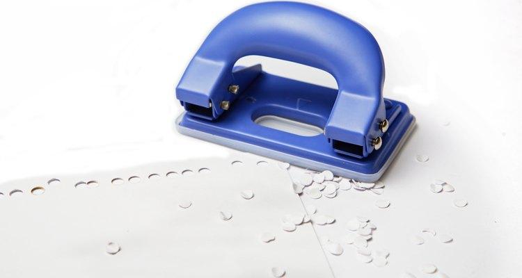 Aprenda a afiar um furador de papel
