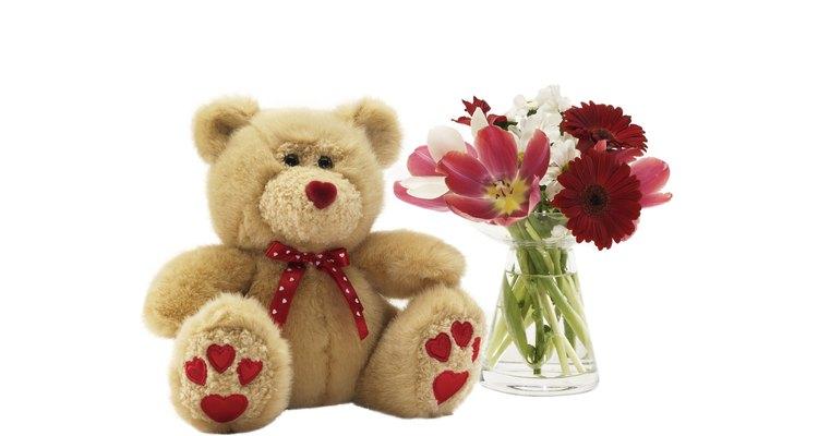 Regala a tu novia un lindo oso de peluche en su aniversario.