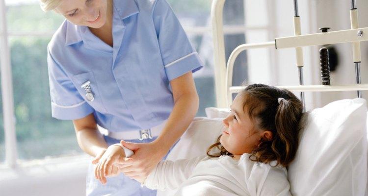 Enfermera holística y pacientes felices.